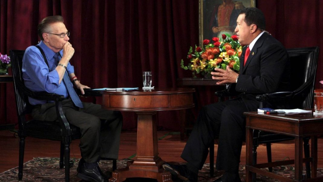 Larry King fue el último periodista de CNN en entrevistar a Hugo Chávez (video)